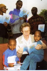 Teresa Rafferty reading to children